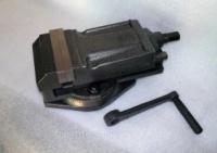 Тиски поворотные механические QH 80mm escape:'html'