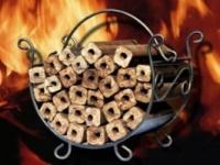 Брикет топливный из дерева(дуб) Pini Kay. Купить в Одессе брикет pini kay оптом.|escape:'html'