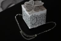 Красивое ожерелье в подарок любимой девушке станет ярким украшением на все празжники! Сияющее колье стильного дизайна