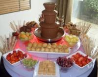 Шоколадный мини фонтан для праздничного стола Chocolate Fondue Fountain, шоколадный фондю