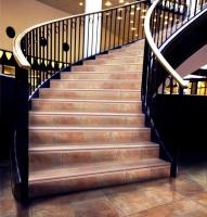 Ступени с капиносом. Плитка для лестниц. Керамогранит ЗЕВС КЕРАМИКА COTTO CLASSICO.|escape:'html'