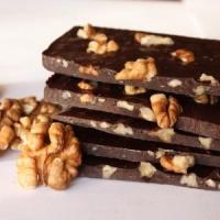 Шоколад черный ручной работы с грецким орехом. 100 грамм