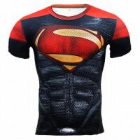 Тонкая эластичная мужская футболка садится по фигуре Spiderman