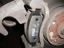 Замена тормозных колодок передних