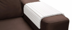 Столик-накладка на подлокотник дивана
