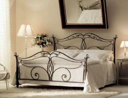 Кованая кровать «Ласточка».