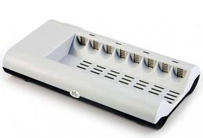 Зарядное автоматическое для аккумуляторов для 8шт AA и AAA для Ni-MH / Ni-Cd