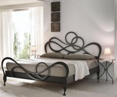 Кованая кровать «Подвенечная» с двумя спинками.