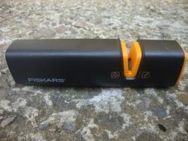 Точилка для топоров и ножей Fiskar Xsharp™ (120740)