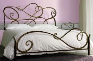 Кованая кровать «Аланья» с двумя спинками.