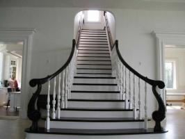 Деревянные Лестницы от производителя по отличным ценам. Звоните!