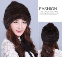 Женская шапка из вязаной норки по спирали с бубоном, вязанная основа. Коричневая шапка из норки