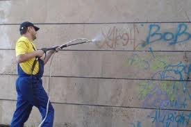 удаление граффити с фасада Киев, мойка чистка граффити Киев