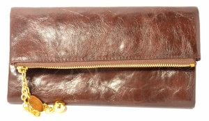 Красивый коричневый женский кошелек