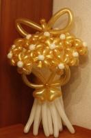 букетик с золотыми ромашками