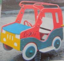 Машина на пружині