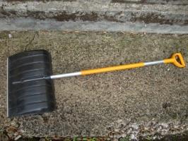 Лопата скрепер для уборки снега Fiskar (143001)