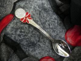 Детская сувенирная ложка Часы с бантиком. Серебро + эмаль.