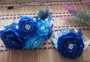 комплект сине-голубые цветы на обруче и брошка
