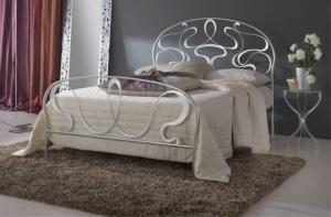Кованая кровать «Беата» с двумя спинками.