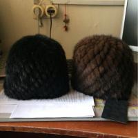 Меховая женская шапка из вязанной норки без подкладки коричневая