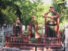 Памятник с колонами № 24