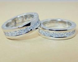 Женское кольцо Bvlgari серебристое c камнями