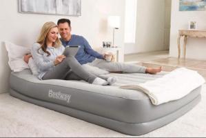 Двуспальная надувная кровать Bestway 67632 с электронасосом