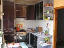 Кухня фасады в алюминиевой оправе