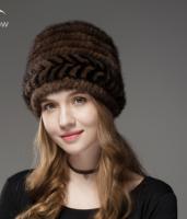 Меховая женская шапка из вязанной норки по спирали на трикотажной основе