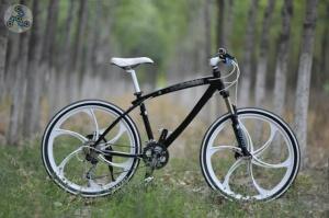 Элитный Велосипед BMW X1 Black\Wh на литых дисках