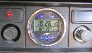 Часы 2103,2106? 2107 (электронные с датчиком температуры и вольтметром)