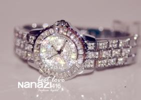 Женские часы с камнями сваровски