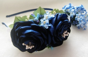 обруч с синими цветами и сиренью