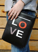 Кожаная женская сумка через плечо «All you need is love»
