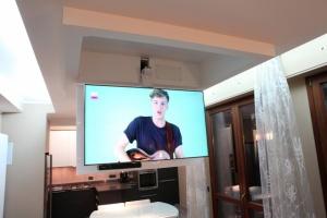 Потолочный моторизированный лифт для ТВ MAIOr flip 100
