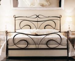 Кованая кровать «Кальяри» с двумя спинками.