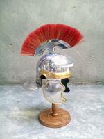 Сувенирный маленький шлем римского легионера с красным гребнем на подарок