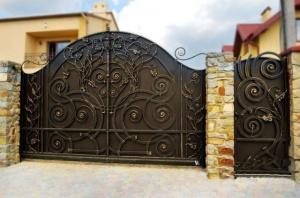 Ворота въездные с ковкой