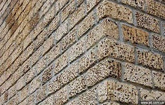 Кладка стен из ракушняка