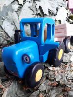 Синий трактор «Едет трактор» с прицепом
