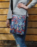 Модная женская сумка через плечо «Цветы на синем фоне»