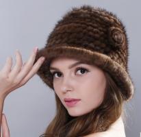 Меховая женская шапка колокол из вязанной норки по спирали с цветами коричневая