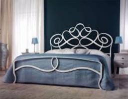 Кованая кровать «Мария» с двумя спинками.