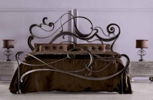 Кованая кровать «Валлия» с двумя спинками.