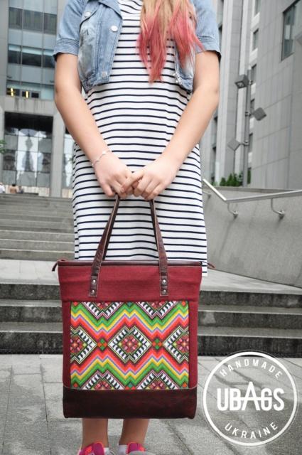 Жіноча сумка з вишивкою