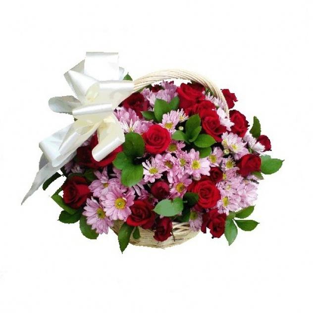 21 роза в корзине с хризантемами