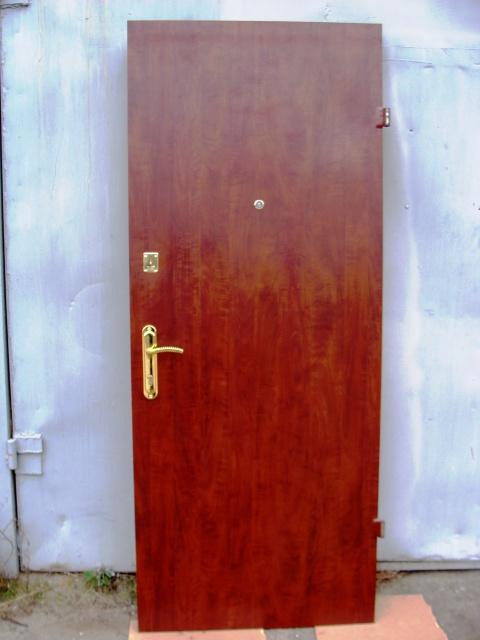 Двери входные из металла,пленка ПВХ+кож винил,два листа металла.
