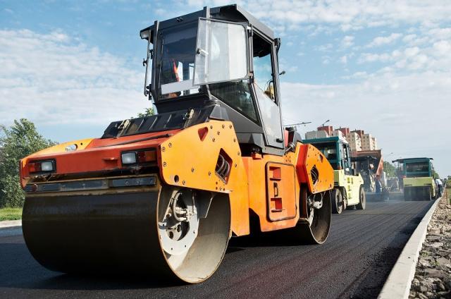 Качественно и профессионально укладываем асфальт в рамках ремонта или строительства новых дорог и территорий