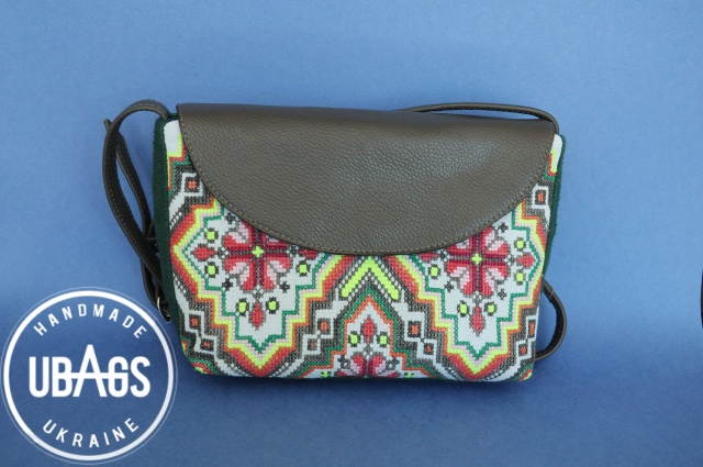Маленька жіноча сумочка з ручною вишивкою